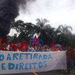 Na Bahia, MST também fecha a BR 101 no município de Wenceslau Guimarães, com 350 pessoas. Foto: Reprodução/Twitter MST Oficial