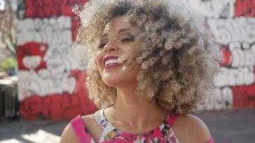Cantora Júlia Rocha. Foto: Andre Carvalho / Leonardo Almeida Assessoria