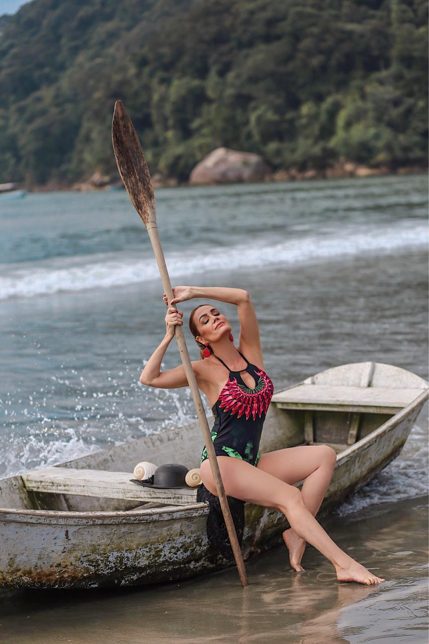 Claudia Métne em ensaio inédito moda praia 2020. Foto: Patrick Viniciuz