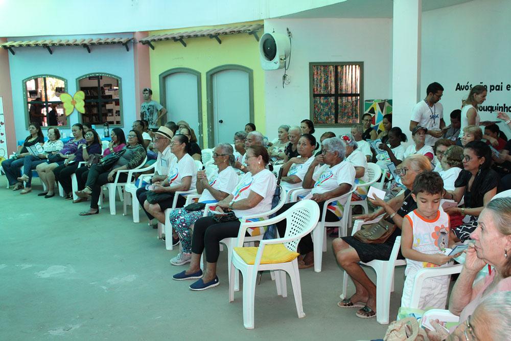FASB participa de comemoração do Dia dos Avós com idosos do projeto Idade Viva. Foto: Divulgação/Fasb