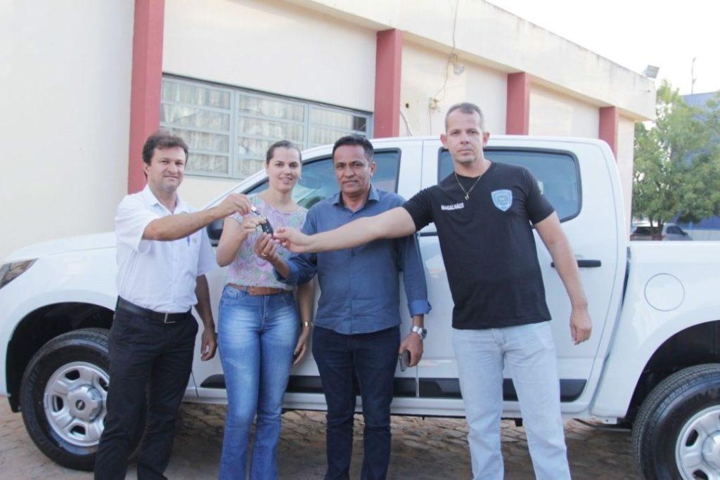 Prefeito entrega camionete 0km para a Guarda Municipal. Foto: Ascom – Prefeitura de Correntina – BA