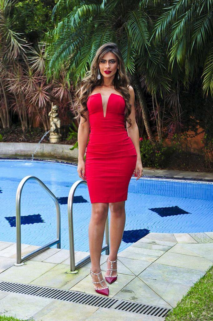 Lady In Red: Clariane Caxito aparece poderosa em look vermelho. Foto: João Passos