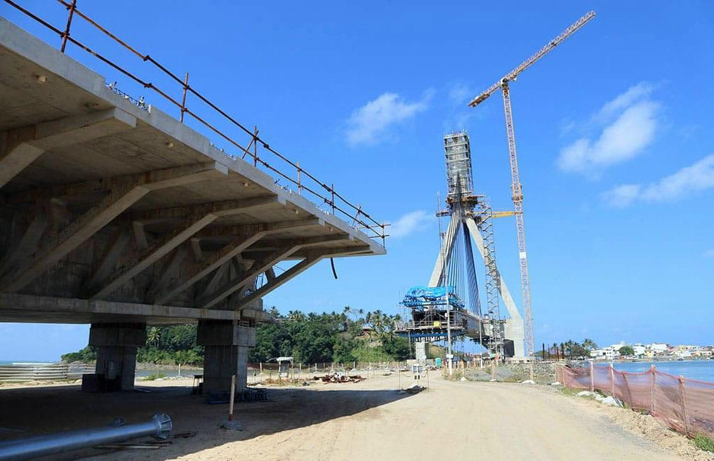 Com 10 pares de cabos já instalados, obras da ponte Ilhéus-Pontal avançam. Foto: José Nazal/Divulgação