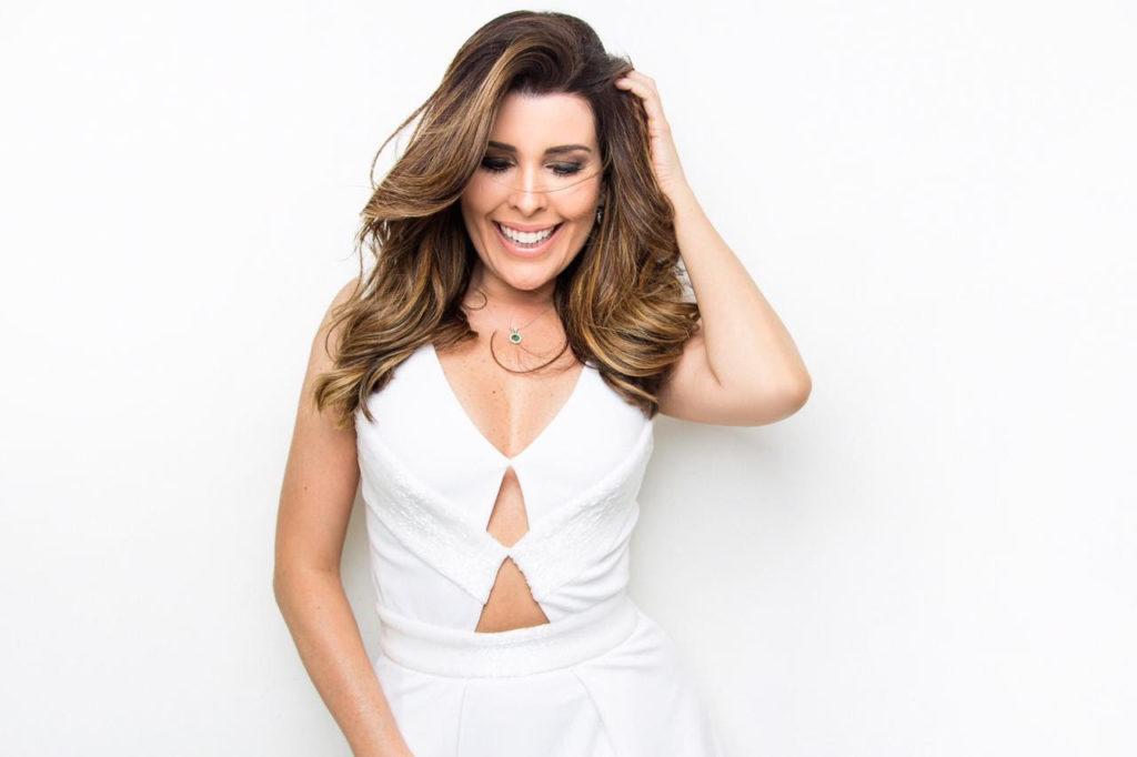 """Aplaudida nacionalmente, Nádia Figueiredo leva repertório do disco """"Meu Idioma É o Amor"""" para Portugal. Foto: Sergio Baia / Divulgação"""