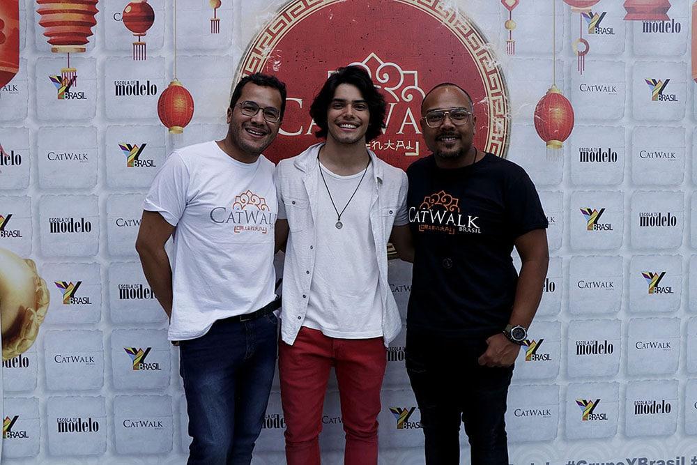 O diretor de criação do Grupo YBrasil, Wesley Alisson, Apollo Costa e o Gerente de marketing do Grupo YBrasil, Felipe Monteiro. Foto: Jorge Luiz Garcia / Grupo YBrasil