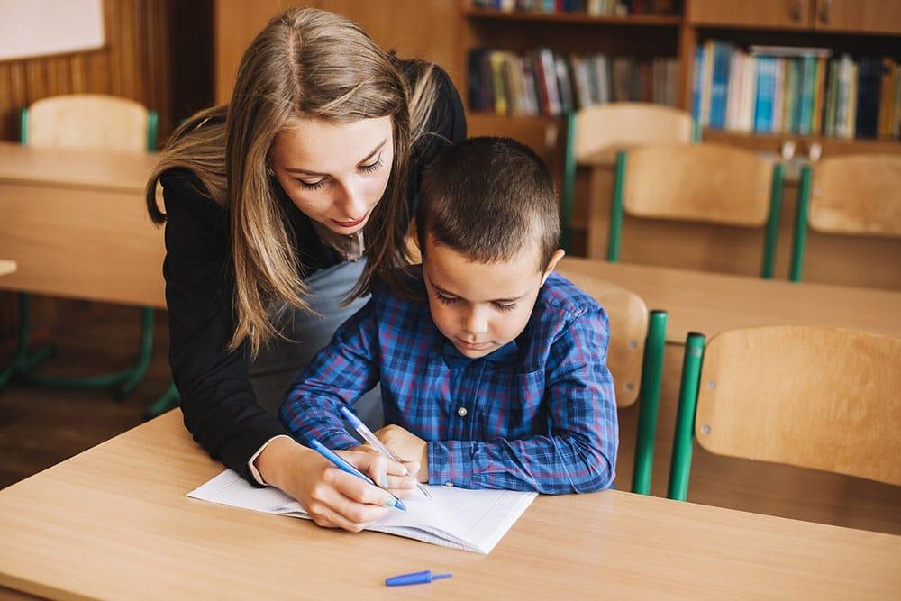 Mais de 2 milhões de alunos concluintes do 3º ano do Ensino Fundamental apresentaram desempenho insuficiente no exame de proficiência em leitura. Foto: Freepik