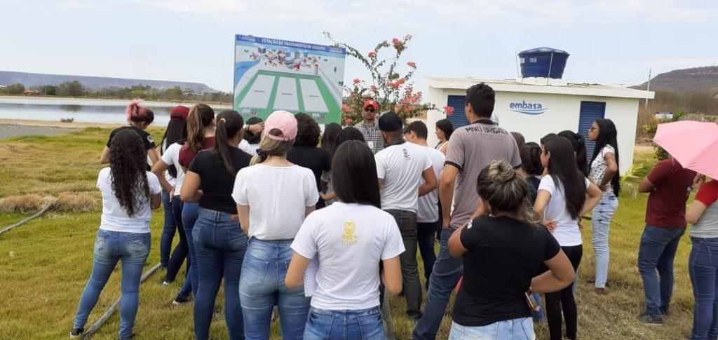 Estudantes da UFOB visitam instalações do sistema de tratamento de esgoto de Barreiras. Foto: Divulgação