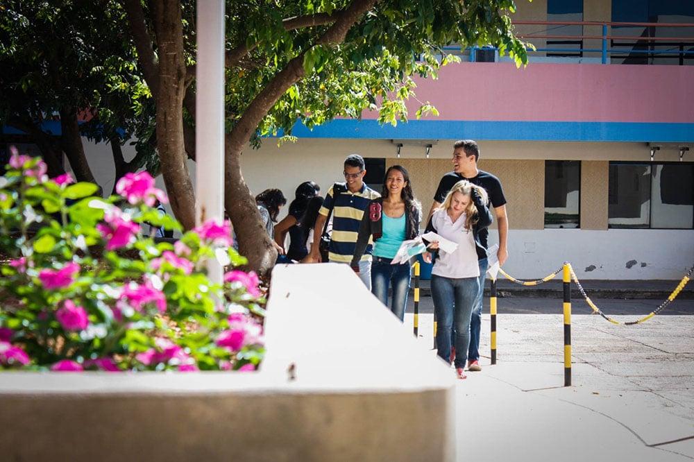 Cursos da UNIFASB se destacam na avaliação do Guia Estadão. Foto: Divulgação
