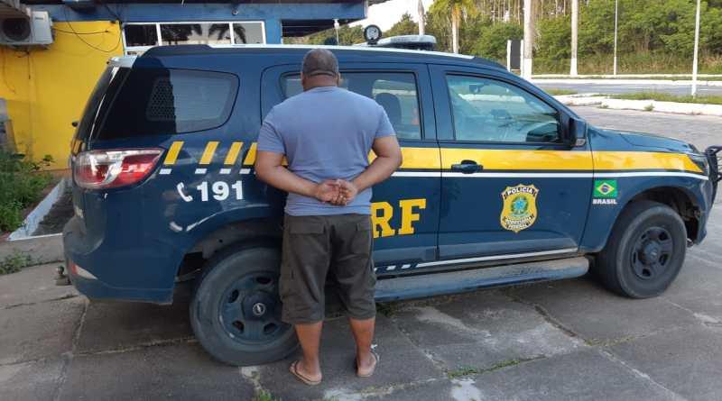 Caminhoneiro é detido ao tentar subornar policiais na BR 101 em Teixeira de Freitas. Foto: Divulgação/PRF