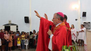 Dom Josafá Menezes da Silva celebra sua última Crisma em Tabocas do Brejo Velho. Foto: Adamy Gianinni/Seutec Studio