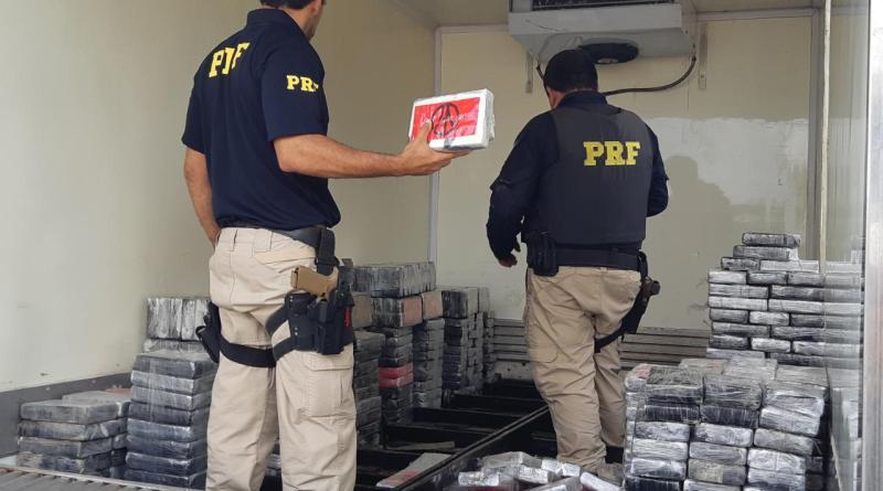 PRF apreende quase 1 tonelada de cocaína na BR 116, em Feira de Santana (BA). Foto: Divulgação/PRF
