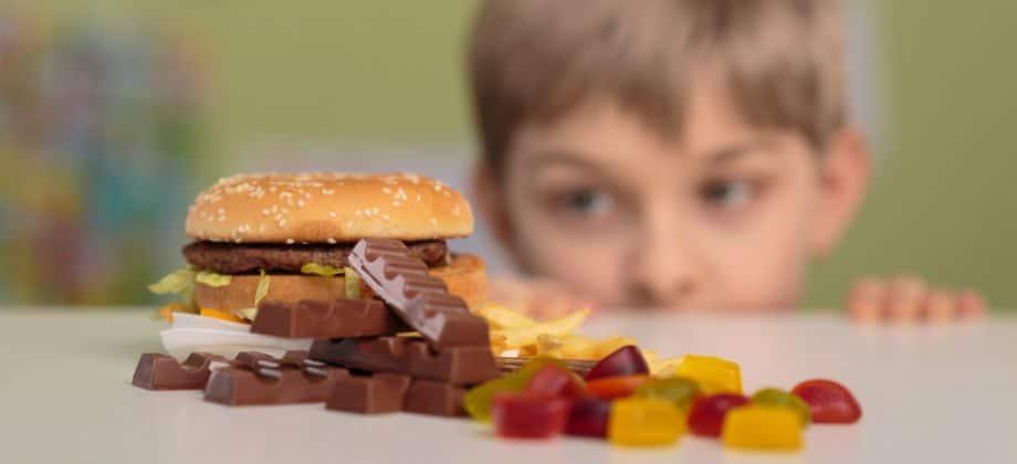 Como identificar a compulsão alimentar em crianças. Foto: Divulgação