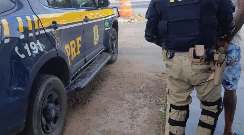 Acusado de participação em estupro coletivo é preso pela PRF na BA. Foto: Divulgação/PRF