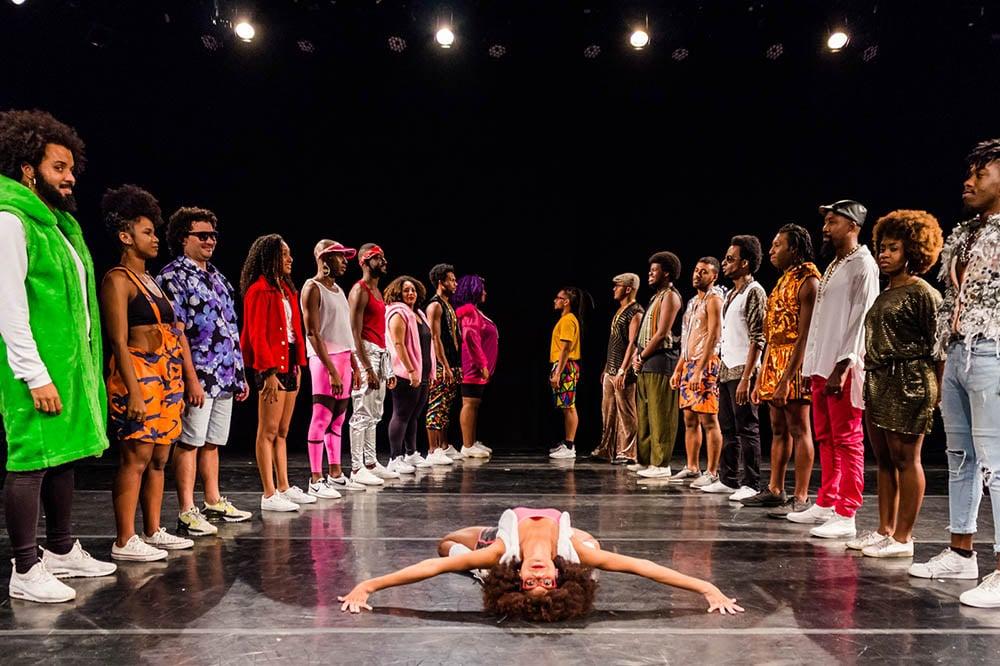 """Grupo """"Dança Charme & Cia"""" apresenta espetáculo People no Cacilda Becker. Foto: Divulgação"""
