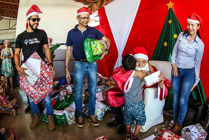 Natal Solidário da Aiba leva alegria para crianças carentes de Barreiras. Foto: Divulgação/Aiba