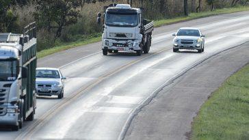 Ultrapassagens proibidas podem causar mais acidentes neste Natal. Foto: Marcelo Casal Jr/Agência Brasil