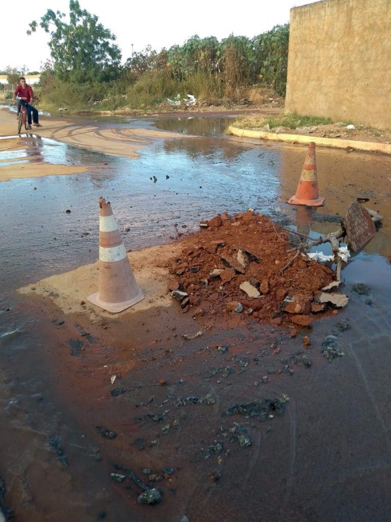 Poço de visita obstruído. Foto: Divulgação/Embasa