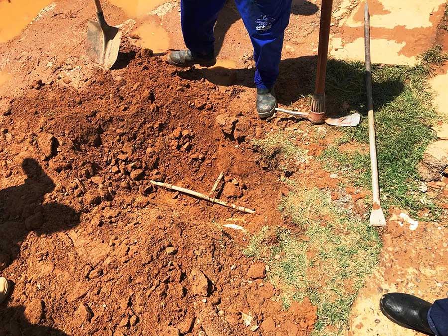 Ação de combate a perdas Embasa em Barreiras (Foto: Divulgação/Embasa)