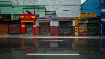 Na região do Largo 13, centro comercial de Santo Amaro, os estabelecimentos permanecem fechados e a circulação de pessoas diminuiu bastante (Foto: José Cícero da Silva/Agência Pública)