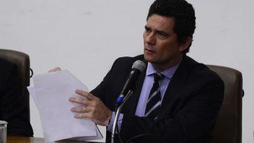 O ministro da Justiça e Segurança Pública, Sergio Moro, fala à imprensa (Imagem: Marcello Casal JrAgência Brasil)