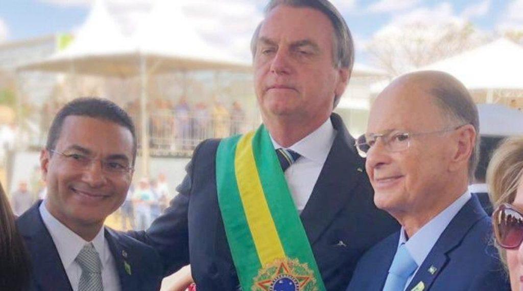 O deputado Marcos Pereira e o bispo Edir Macedo durante a posse de Jair Bolsonaro (Imagem: Reprodução)
