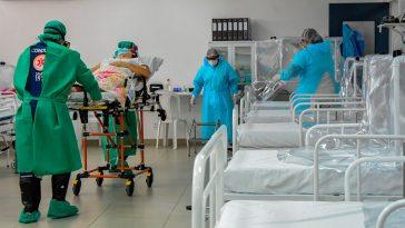 Em Manaus, prefeitura abriu hospital de campanha, mas ocupação de UTI públicas se mantém acima de 90%. Reportagem mostrou que pacientes pagam UTIs aéreas privadas para serem internados em outros estados (Imagem: INGRID ANNE)