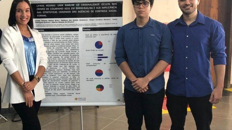 Grupo apresentado o artigo em projeto de pesquisa na disciplina de Criminologia (Foto: Divulgação)
