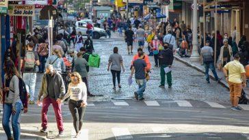 Movimentação na região central da capital, Porto Alegre (Foto: Maria Ana Krack/PMPA)