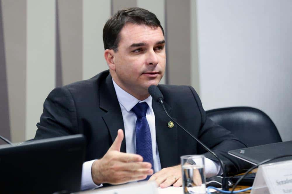 O senador Flávio Bolsonaro (Republicanos-RJ) é apontado pelo Ministério Público como chefe de uma organização criminosa que teria atuado em seu gabinete no período em que era deputado na Alerj (Foto: Michel Jesus/Câmara dos Deputados)