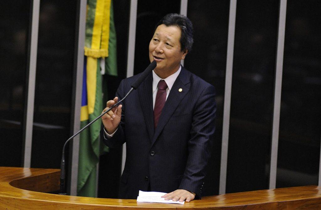 O deputado Luiz Nishimori (PL/PR) é autor do PDL 310/2020 que pede a suspensão da resolução da Anvisa (Foto: Câmara dos Deputados)