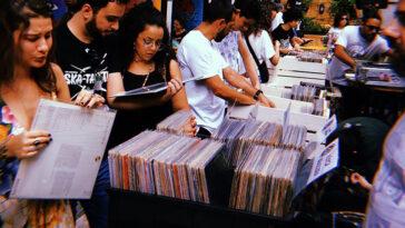 Registro da Feira de Discos de Reggae em dez/19, no Mirante 9 de Julho (Foto: Divulgação)