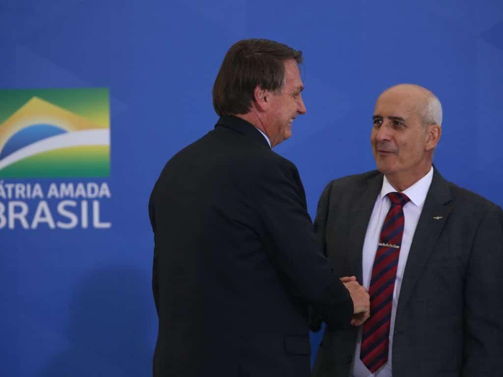 O presidente Jair Bolsonaro e ministro-chefe da Secretaria de Governo, Luiz Eduardo Ramos (Foto: Fábio Rodrigues Pozzebom/Agência Brasil)