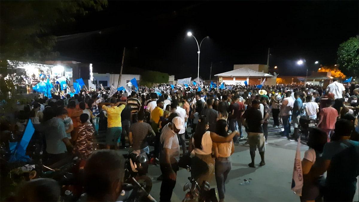 14/10/2020 - Aglomerações durante ato político em Tabocas do Brejo Velho. Na imagem pessoas de diversas localidades e sem máscaras (Foto: Adamy Gianinni/Seutec Studio)