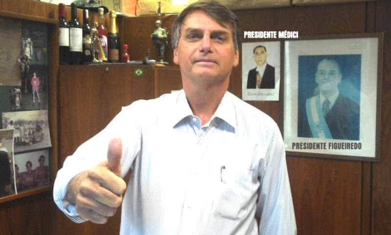 Publicação feita por Bolsonaro em suas redes sociais quando protocolou o pedido de impeachment contra Dilma Rousseff (Foto: Reprodução)