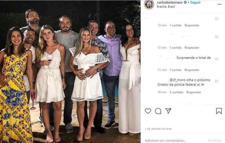 Carlos Bolsonaro publicou uma foto com Alexandre Ramagem, comandante da Polícia Federal, em sua página no Instagram em janeiro de 2019 (Foto: Reprodução/Instagram)